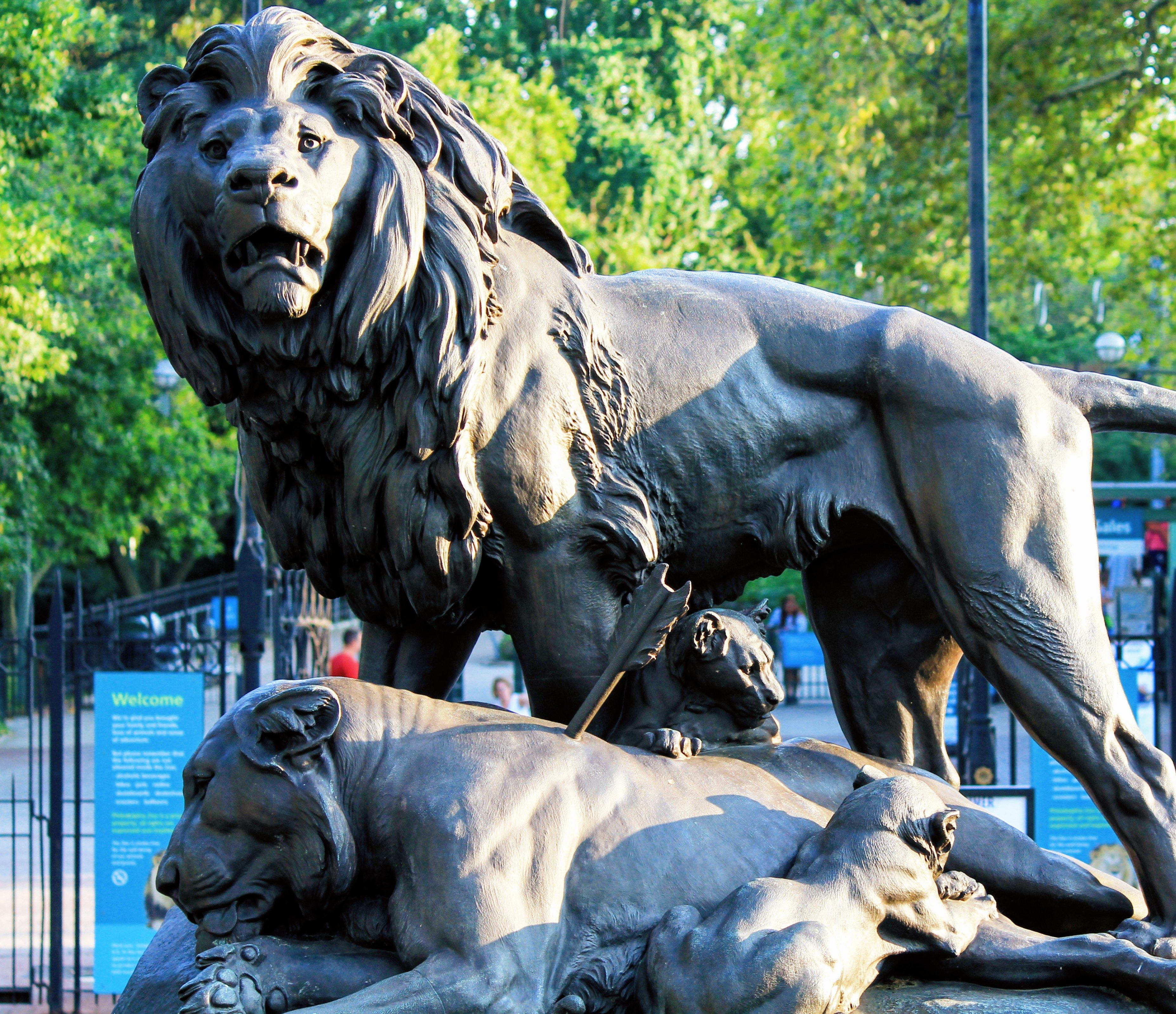 Sculpture Dying Lioness
